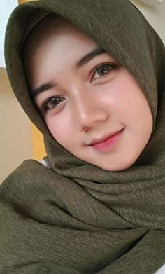 Pin Image by Happy Hijaber Beautiful Hijab Girl, Beautiful Blonde Girl, Beautiful Girl Image, Turkish Women Beautiful, Beautiful Muslim Women, Hijabi Girl, Girl Hijab, Moslem, Muslim Women Fashion
