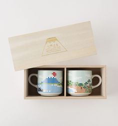 The Porcelains 長崎 富士山マグカップ ペア(木箱入り) Wood Packaging, Clever Packaging, Packaging Ideas, Wooden Box Designs, Japanese Pottery, Japanese Design, Kitchen Stuff, Package Design, Fuji