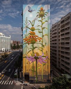 Muralist Mona Caron (previously) has continued her worldwide Weeds series, with colorful renderings of humble plants growing ever taller on buildings from Portland and Sãu Paulo to Spain and Taiwan. The San Francisco-based artist often partners with local and international social and environmental m 3d Street Art, Street Art Banksy, Murals Street Art, Amazing Street Art, Art Mural, Street Artists, Amazing Art, Graffiti Artists, Wall Street