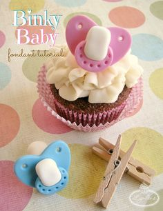 Be inspired by these beautiful and creative baby shower cakes and cupcakes and learn to make fondant pacifiers, perfect to celebrate a new bundle of joy!