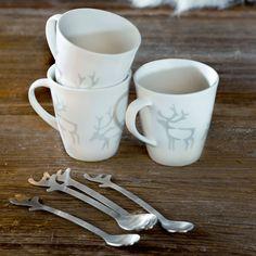 True to the Nordic nature and Scandinavian spirit, reindeer antlers adorn the Pentik Saaga Mug.