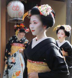 Geiko & Maiko — January 2017: Maiko Toshisumi, Toshimomo and...