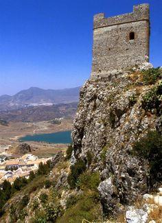 CASTLES OF SPAIN - Castillo de Zahara de la Sierra, Cádiz. Fortaleza de origen…