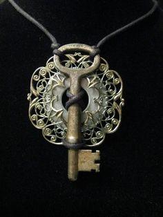 Key Jewelry, Wire Jewelry, Jewelry Crafts, Jewelry Art, Beaded Jewelry, Jewelery, Jewelry Accessories, Jewelry Necklaces, Handmade Jewelry