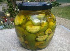 Házi likőr zölddióból Bourbon, Pickles, Cucumber, Vodka, Homemade, Meals, Cooking, Bourbon Whiskey, Meal
