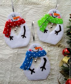 Ideas For Felt Christmas Tree Ornaments Xmas Christmas Ornaments To Make, Christmas Sewing, Noel Christmas, Felt Ornaments, Homemade Christmas, Christmas Decorations, Snowman Crafts, Christmas Projects, Felt Crafts