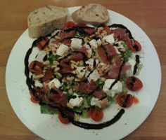 Salat mit Ziegenfrischkäse und Parmaschinken