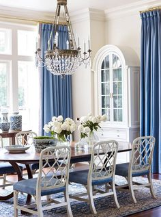 Love these luxurious blue drapes for a formal dining room. A blue and white desi… – Dining Room Table Design, Dining Room Design, Kitchen Design, Blue Rooms, White Rooms, White Walls, Veterans Home, Chippendale Chairs, Blue Drapes