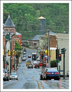 Hilly drive in Staunton, Virginia, USA