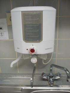 Alter Wassererhitzer -  hier eine moderne Ausgabe - gab es in fast allen Küchen und natürlich bis Mitte der 70er auch bei uns. Später hatte ich sowas sogar in meiner 1. eigenen Wohnung. War gar nicht so schlecht.