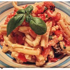 Strozzapreti al pesto alla trapanese: a traditional sicilian recipe from Trapani. So Vegan, So Good!!! Full recipe on www.theveganitalian.net #vegan #italian #sicilian #pasta #pesto #basil #trapani