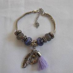 Voici ce que je viens d'ajouter dans ma boutique #etsy : Bracelet Charm's, bracelet femme, mauve et gris, perles en verre et en métal. https://etsy.me/2Jzb9nE #bijoux #bracelet #gris #violet #oui #non #femmes #fermoirmousqueton #braceletchic