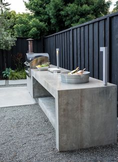 Refreshing Bungalow by Randy Thueme Design BBQ, pizza oven and p. Refreshing Bungalow by Randy Thueme Design BBQ, pizza oven and plenty of serving counter space - including an ice bucket. Pizza Oven Outdoor, Outdoor Kitchen Bars, Outdoor Kitchen Design, Outdoor Barbeque Area, Kitchen Ideas, Modern Outdoor Kitchen, Outdoor Bars, Outdoor Kitchen Countertops, Modern Backyard