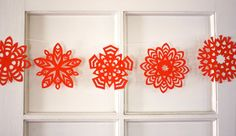 Tips for paper snowflakes - 5-point folding diagram + snowflake instructions.