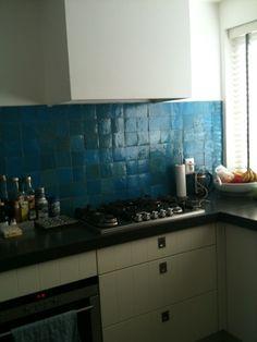 Keuken met ahterwand van Zelliges in de kleur Bleu Ciel