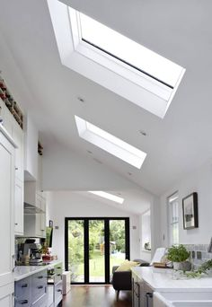 Skylight Roof Designs - Roof Maker Gallery Home Interior Design, House Design, Architecture Ceiling, Roof Light, Skylight Design, Pitched Ceiling, Skillion Roof, Roof Design, Skylight Kitchen