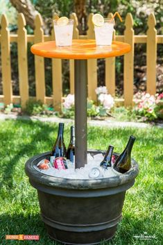 Make the most out of outdoor parties with Kenneth Wingard's DIY entertainment table! Make the most out of outdoor parties with Kenneth Wingard's DIY entertainment table! Patio Diy, Diy Outdoor Bar, Outdoor Parties, Outdoor Entertaining, Backyard Patio, Backyard Landscaping, Landscaping Ideas, Rustic Outdoor, Backyard Games