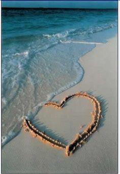 sand heart // summer time at the beach Heart In Nature, Heart Art, I Love Heart, Happy Heart, I Love The Beach, Belle Photo, Beautiful Beaches, Seaside, Heart Shapes