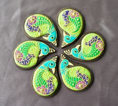 New tutorial for these beautiful Henna Peacock Cookies by Montreal Confections