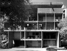 Brunner Sanina - Architect - Le Corbusier - Villa Shodhan - Ahmedabad - India - 1951 - photo by Cemal Emden Modern Architecture House, Chinese Architecture, Futuristic Architecture, Modern House Design, Interior Architecture, Modern Houses, Art Houses, Architectes Zaha Hadid, Zaha Hadid Architects