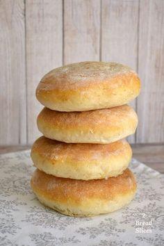 El perfecto para un con pre- de Biscuit Bread, Pan Bread, Pan Dulce, Sandwiches, Pan Sandwich, Bread Recipes, Cooking Recipes, Homemade Dinner Rolls, Salty Foods