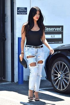 Kourtney Kardashian leaves an office building in Los Angeles on July 28, 2015. - Cosmopolitan.com