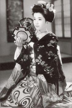 Wakao Ayako (若尾文子) 1933-, Japanese Actress