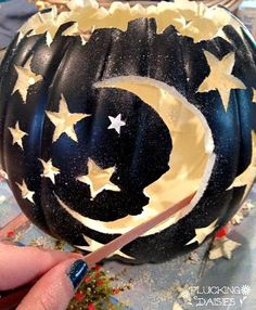 37 Beautiful Pumpkin Carving Ideas You Can Do By Yourself Making a Halloween Jack O'Lantern is one must-do activity for Halloween. Pumpkin carving is a very popular activity because of … Halloween Town, Holidays Halloween, Halloween Pumpkins, Halloween Crafts, Holiday Crafts, Holiday Fun, Halloween Decorations, Halloween Pumpkin Designs, Foam Pumpkins