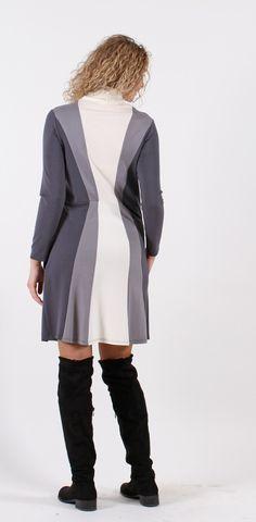 Zvonové šaty s rolákem