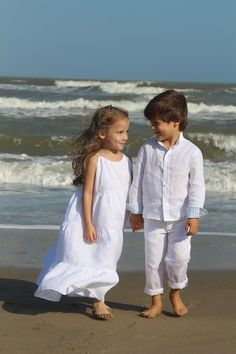 Roll-up long sleeve classic cut linen shirt, with band collar and contrast lining in collar, shirt buttoning and cuffs. Lining available in checkered or striped baby blue cotton. Fashion Kids, Baby Blue, Cuffs, Contrast, White Dress, Flower Girl Dresses, Band, Wedding Dresses, Long Sleeve