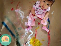 O desenvolvimento social da criança é expressivo no oitavo mês. Ele já participa ativamente de brincadeiras como esconde-esconde e troca sinais com os adultos. Os pais podem introduzir brincadeiras como fazer caretas e sons para a criança imitar, bater palma, brincar de pegar e soltar e colocar o bebê a cavalo sobre a barriga. Brinquedos para martelar, empilhar e desmontar podem distrair a criança durante certo tempo. Seu pequeno começará a ficar de pé nesta fase. 1. CHUTE - GOLLLLL ✔️…