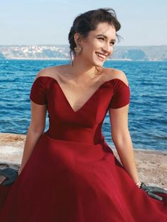 Hande Doğandemir, Turkish actress, TV host and sociologist, b. 1985