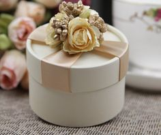 golden wedding favor gift boxes http://www.squidoo.com/paper-napkin-rings-paper-napkin-bands