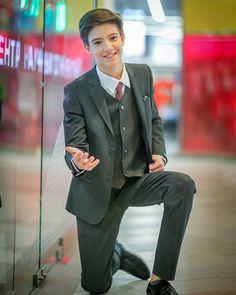 "🌟Alexander Varlamov🌟 Moscow en Instagram: ""Скажи мне ""ДА!"" ........ Tell me ""YES!"" Всем прекрасного настроения на всю неделю! И пусть всё получается! Благодарю за красивые фото и…"" Prom Suit, Beautiful Boys, New Outfits, Cute Boys, Back To School, Insight, Teen, Mens Fashion, Suits"