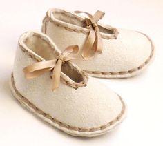 Zapatos de piel de oveja bebé 018 meses por BitsandKaboodles