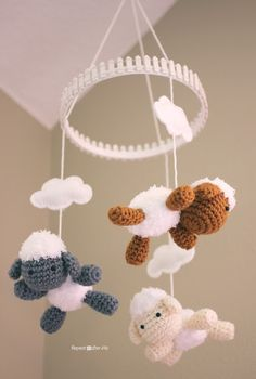 Repeat Crafter Me: Crochet Lamb Pattern and Baby Mobile amigurumi baby gift Crochet Diy, Crochet Baby Toys, Crochet Gratis, Crochet For Kids, Crochet Dolls, Ravelry Crochet, Baby Knitting, Repeat Crafter Me, Mobiles En Crochet