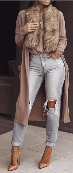 #spring #outfits woman in brown long-sleeved coat and gray distress jeans. Pic by @fashion_styles_inspiration
