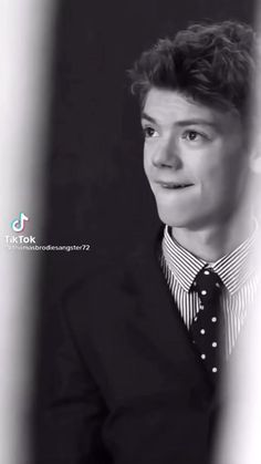 Maze Runner Funny, Maze Runner Cast, Maze Runner Movie, Cute Celebrity Guys, Cute Celebrities, Celebs, Dylan Thomas, Tommy Boy, Thomas Brodie Sangster
