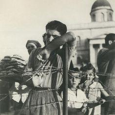 Βούλα Παπαϊωάννου (46) Powerful Images, Conceptual Art, Old Photos, Greece, The Past, Memories, Fine Art, Black And White, Couple Photos