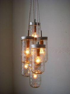10 beaux luminaires suspendus à faire soi-même - Déconome Uses For Mason Jars, Mason Jar Diy, Mason Jar Crafts, Mason Jar Lamp, Jar Candle, Candle Holders, Mason Jar Chandelier, Mason Jar Lighting, Diy Chandelier
