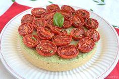 Questa mattina sono molto orgogliosa di darvi la ricetta del mio cheesecake al pesto con pomodorini, come ogni anno mia mamma ha preparato le provviste di pesto