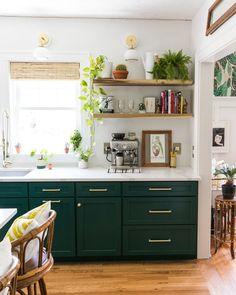Choosing Green kitchen design ideas - Best of DIY Ideas Home Decor Kitchen, Rustic Kitchen, Diy Kitchen, Home Kitchens, Eclectic Kitchen, Kitchen Furniture, Kitchen Ideas, Green Kitchen Decor, Boho Kitchen