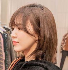"""""""she is perfection 💙"""" Red Velvet アイリーン, Wendy Red Velvet, Seulgi, Medium Hair Styles, Short Hair Styles, Red Valvet, Kpop Hair, Girl Short Hair, Dream Hair"""