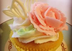Butterfly cupcake topper