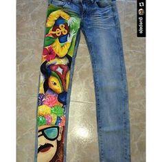 #Repost @guepaje with @repostapp ・・・ Además de tu camiseta quieres tu pantalón pintado? Arma tu pinta y disfruta de nuestro próximo Carnaval de Barranquilla #carnavaldelaarenosa #carnavalparatodos #carnaval2016 #carnavaldebarranqulla2016 #camisetasdecarnaval #armatupintacarnavalera I Dress, Crafts, Fashion Design, Clothes, Diana, Art Clothing, Beret, Prince, Drawing