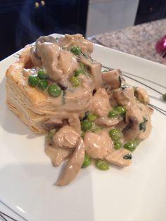 Chicken vol-au-vent in a creamy rich sauce Chicken Vol Au Vent, Great Recipes, Food, Essen, Meals, Yemek, Eten