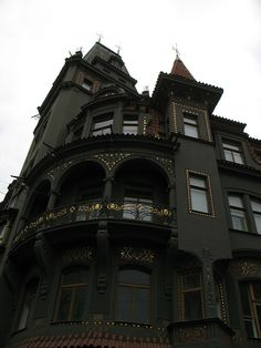 "gothic architecture house - Looks very cool in black, perhaps a revolt against the wilder ""painted ladies"" in SF? but no, I would not like to live in a black house..."