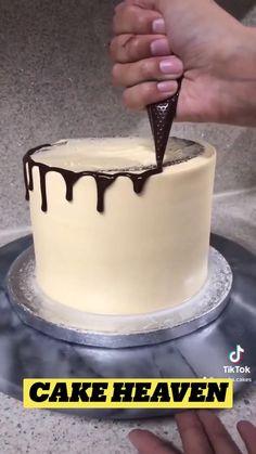 Wilton Cakes, Cupcake Cakes, Cupcakes, Baking Recipes, Cake Recipes, Cake Decorating Techniques, Drip Cakes, Cake Tutorial, Baby Shower Cakes