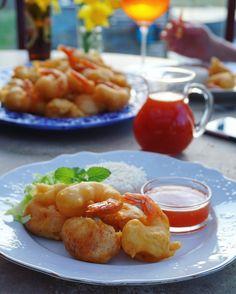 Friterad kyckling & vannameiräkor med sötsursås