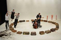 maletas y músicos